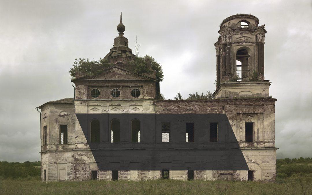 Estas intervenciones en monumentos rusos abandonados exploran los límites de la realidad y la ficción